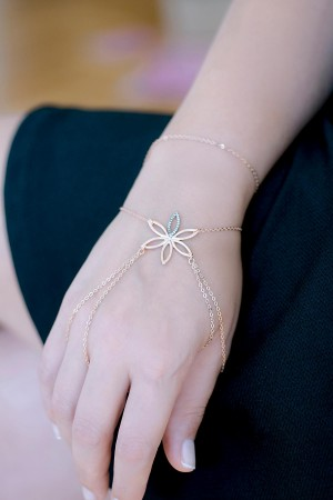 SHOW TIME - BIG FLOWER - Rose Gold Hand Chain (1)