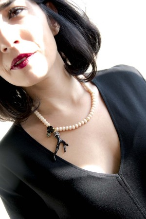 SHOW TIME - BLACK CORAL - Crystal Beaded Necklace (1)