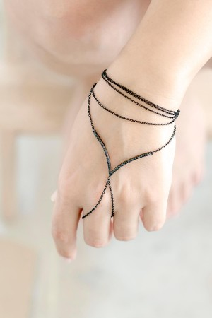 SHOW TIME - BLACK LAYERS - Layered Hand Chain (1)