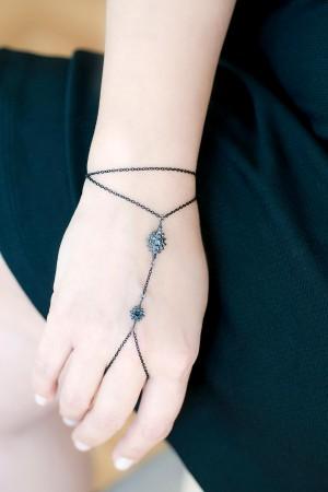 SHOW TIME - BLACK STAR - Black Rhodium Hand Chain (1)