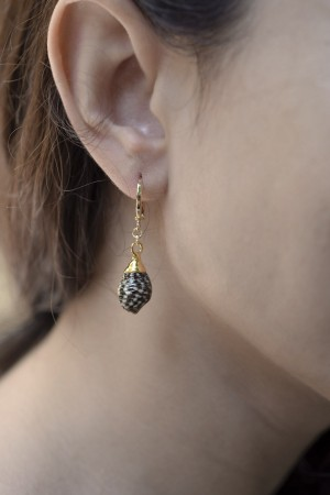 PLAYGROUND - BLACKIE - Conch Shell Earrings (1)