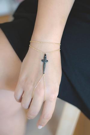 BAZAAR - BLADE - Finger Chain (1)