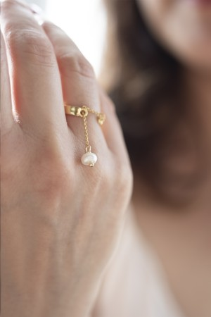 COMFORT ZONE - CHARMING PEARL - Dangle Ring (1)