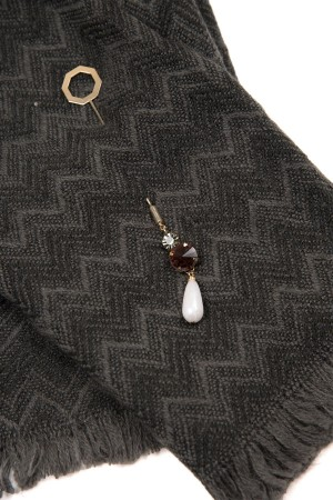 HAPPY SEASONS - CHICCY - Scarf with Broach (1)