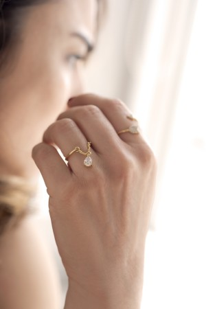 COMFORT ZONE - DAINTY - Chained Ring (1)