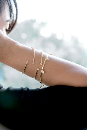 SHOW TIME - DANGLE DIAMOND - Cz Charm Bangle Bracelet (1)