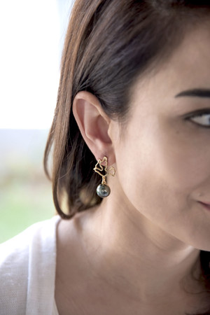 PLAYGROUND - DOVE - Grey Pearl Earrings (1)