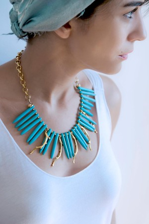 SHOW TIME - GOLDEN CORALS - Turquoise Bib Necklace (1)