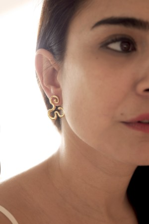 COMFORT ZONE - GOLDEN FLOW - Gold Stud Earrings (1)
