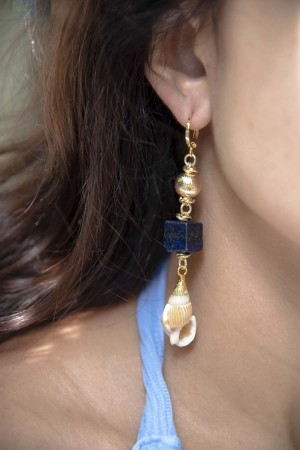 SHOW TIME - GOLDEN NAVY - Seashell Earrings (1)
