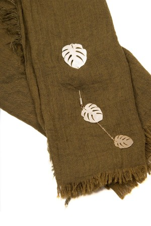 HAPPY SEASONS - MONSTERA - Scarf with Broach (1)