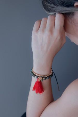COMFORT ZONE - RED CLOVER - Tassel Bracelet (1)