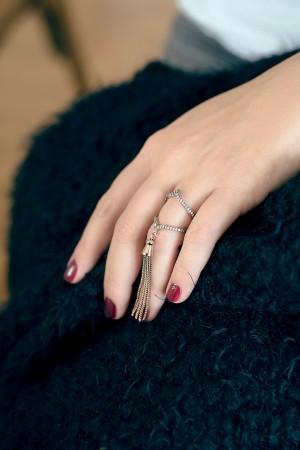 SHOW TIME - ROSE TASSEL - Dangle Charm Ring (1)