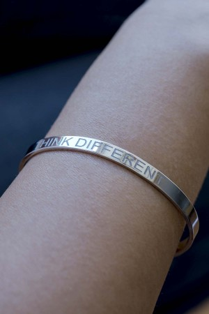 COMFORT ZONE - THINK DIFFERENT - Motto Bracelet (1)