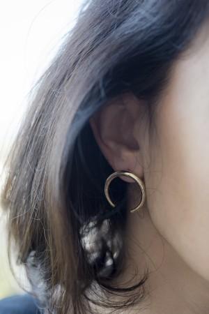 COMFORT ZONE - TINY CRESCENT - Stud Earrings (1)