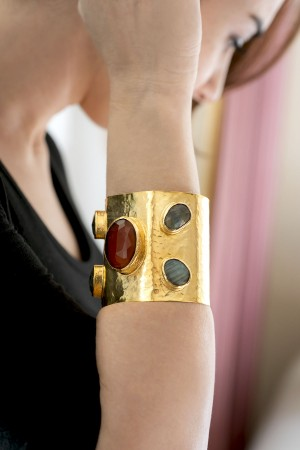SHOW TIME - TREASURE - Cuff Bracelet (1)