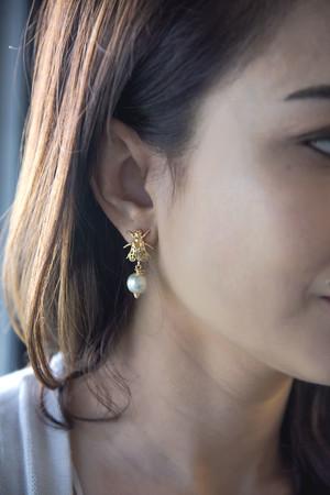 PLAYGROUND - WHITE BEE - Pearl Earrings (1)